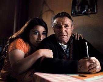 """""""Patagonie, histoires du bout du monde""""/Editions Solar 2004 mots clés : couple/portrait/jaune/tendre"""