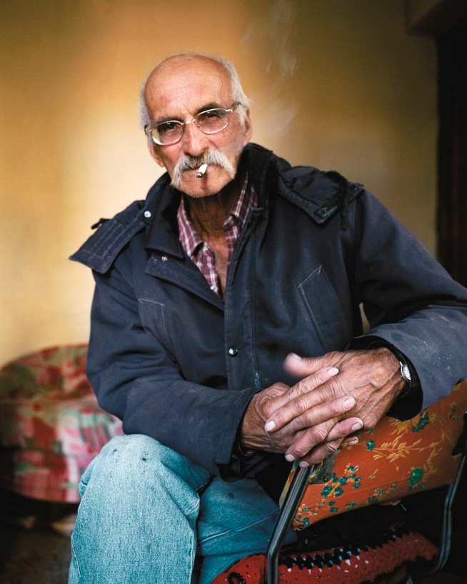 """""""Patagonie, histoires du bout du monde""""/Editions Solar 2004 mots clés : portrait/homme/soltude/jaune"""